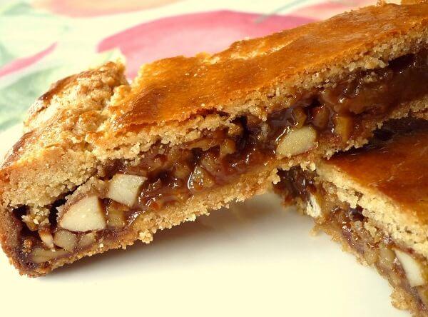Bánh truyền thống Bűndnernusstorte đặc trưng cho ẩm thực thụy sĩ