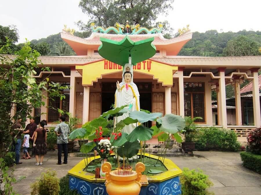Chùa Hùng Long Tự địa điểm du lịch phật giáo tại Phú Quốc