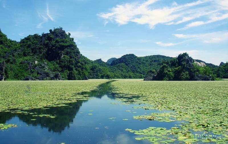 Hồ Quan Sơn đẹp với cảnh đẹp núi rừng