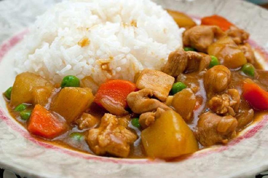 Com cà ri là món ăn truyền thống và đến nay là món ăn hằng ngày của mỗi gia đình nhật bản