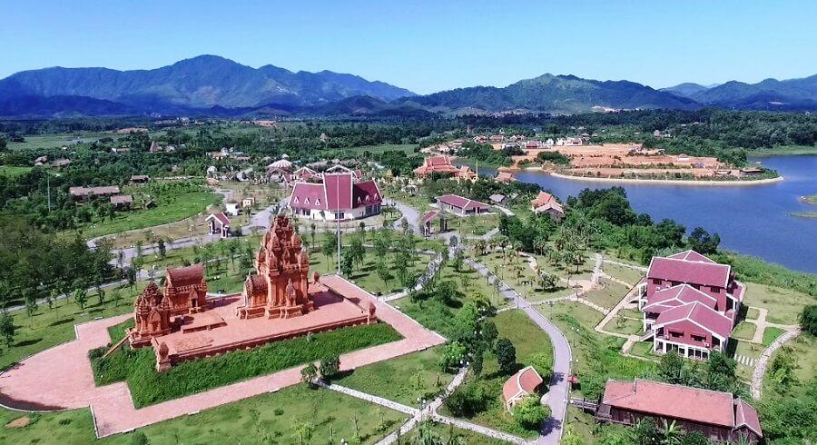 Làng văn hóa các dân tộc Việt Nam gồm nhiều quần thế văn hóa