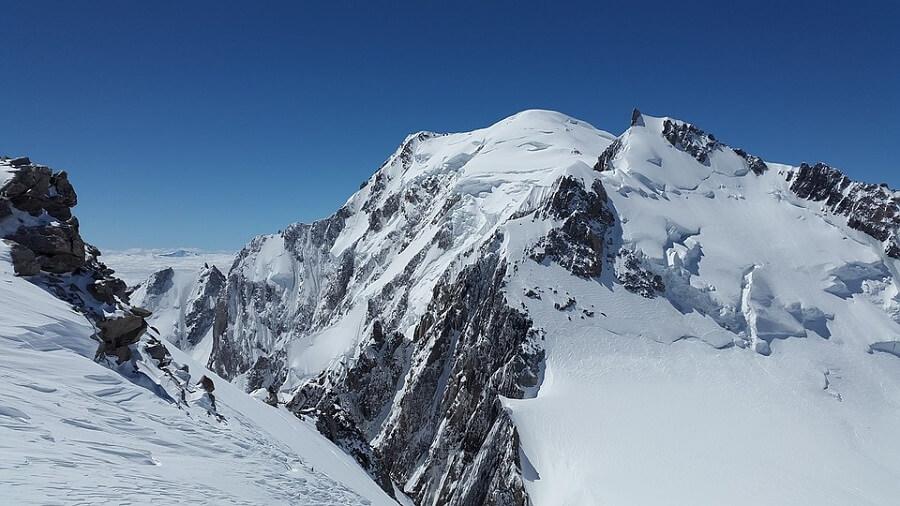 Núi Mont Blanc tuyết phủ quanh năm