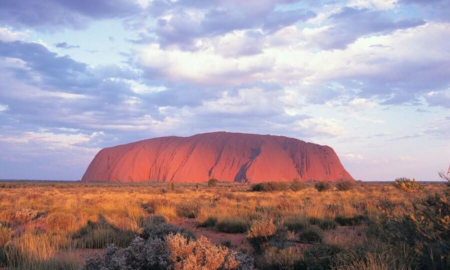 tảng đá nguyên khối Uluru