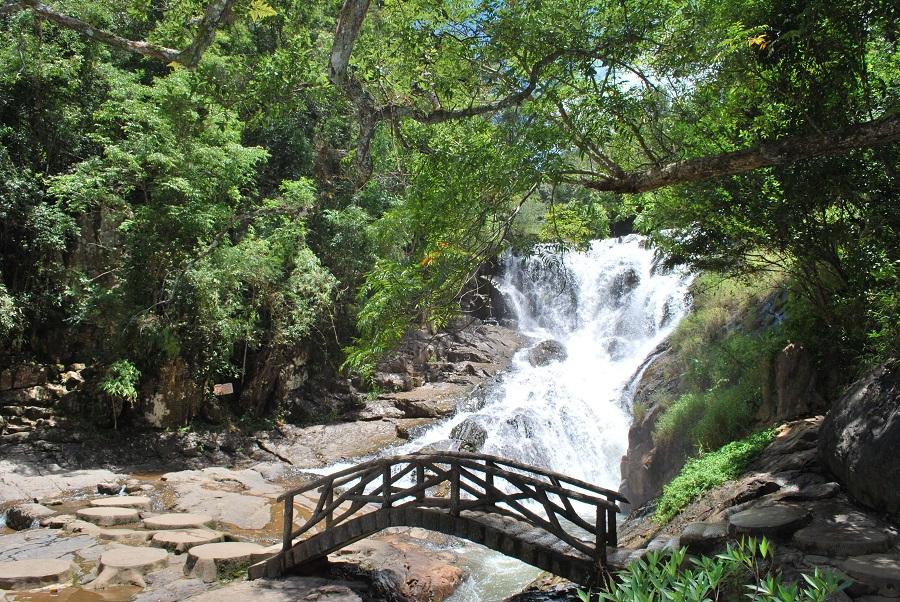 thác nước Đatanla thiên nhiên sống động rực rỡ tại thành phố Đà Lạt
