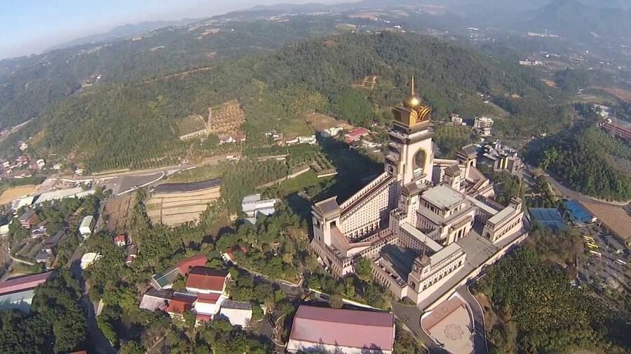 Trung Đài Thiền Tự rộng lớn là kiến trúc độc đáo và nỗi tiếng nhất Đài Loan