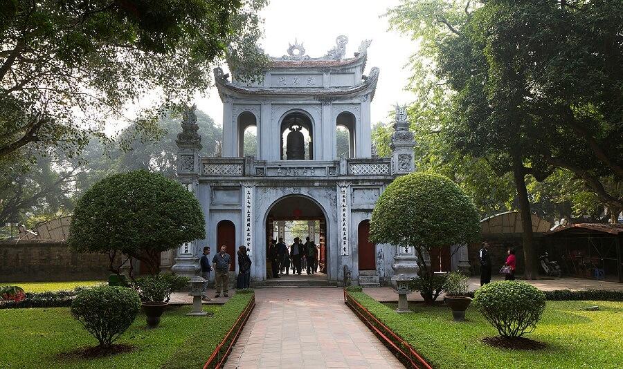 Văn miếu Quốc Tử Giám được xem là trung tâm học vấn của thủ đô Hà Nội