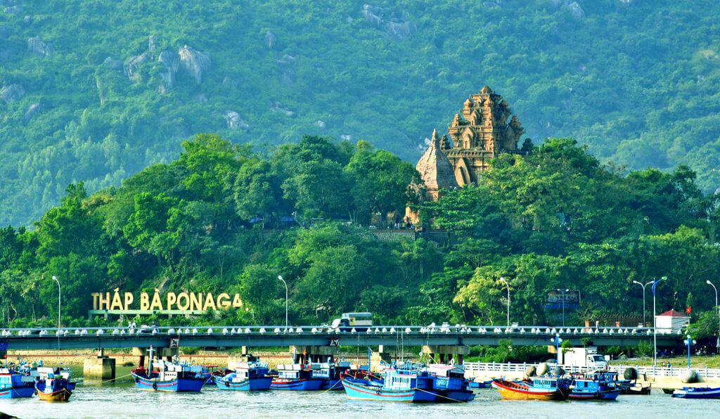 Tháp Bà Ponagar Nha Trang biểu tượng văn hóa