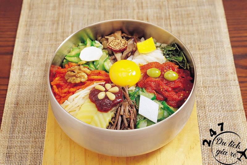 Món Bibimbap đặc sản ẩm thực Hàn Quốc Tour du lịch Hàn Quốc, du lịch Hàn Quốc Giá Rẻ, Xin visa Hà Quốc, Du lịch Hàn Quốc Ăn Gì,