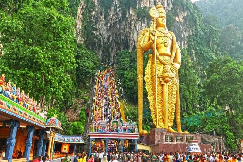 Động Batu là địa điểm du lịch thu hút khách du lịch đến rất nhiều