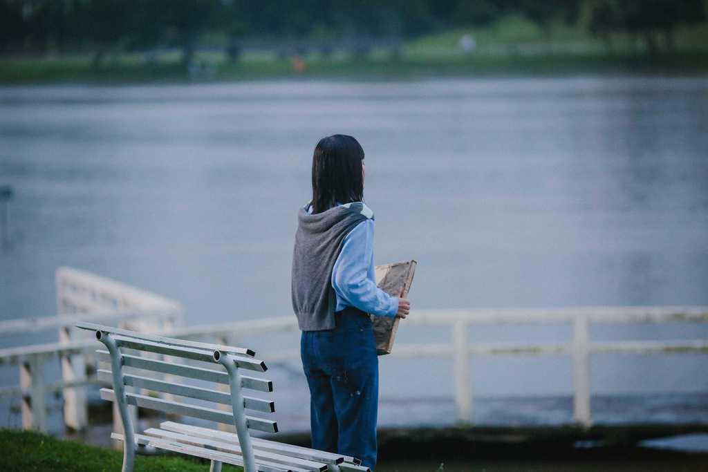 Cảnh Hiểu Phương đang đau khổ trong tình yêu được quay ở bờ hồ Xuân Hương.