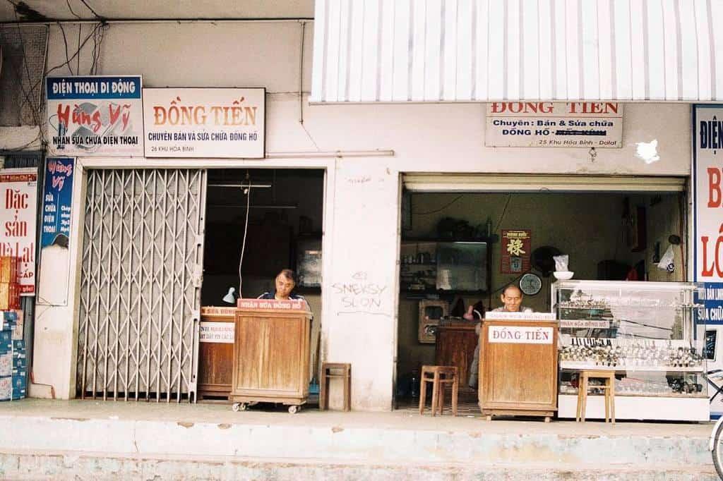 Những tiệm sửa đồng hồ cũ vẫn còn tồn tại khu Hòa Bình