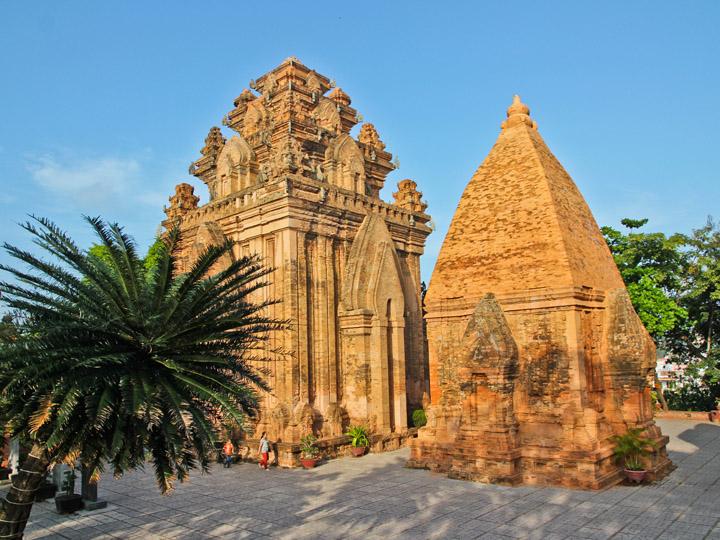 Khu di tích Tháp Bà Ponagar.