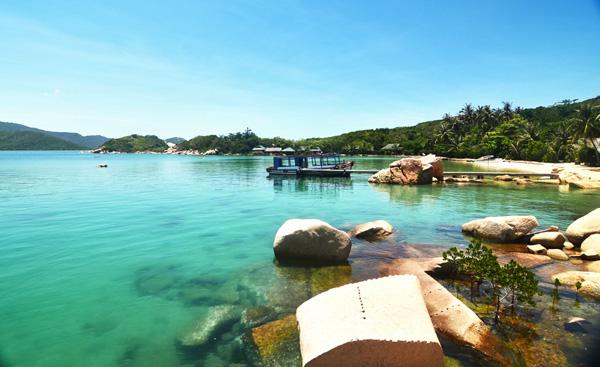 Cảnh biển tuyệt đẹp tại vịnh Vân Phong.